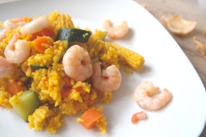 Curry met gele rijst en gamba's