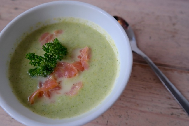 broccoli-courgette soep met zalm – from eastfield