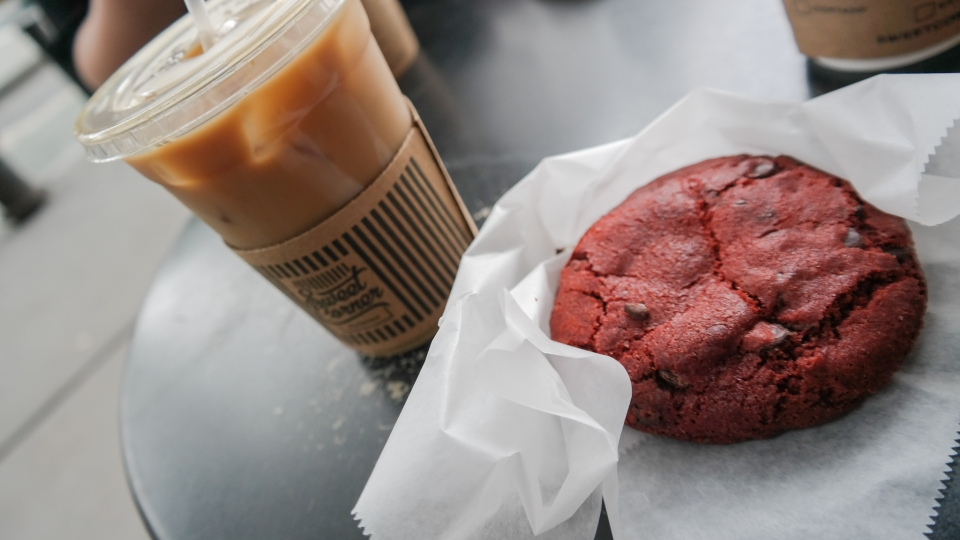 Iced Coffee en Red velvet cookie